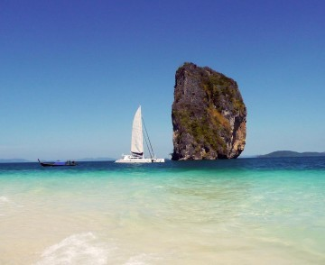 thailand-sailing-catamaran-at-sea-cliff.jpg